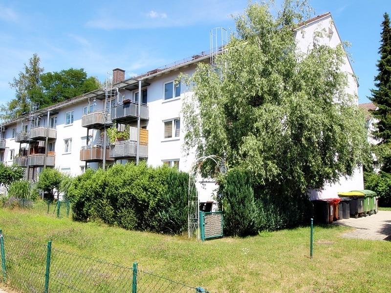 Für Kapitalanleger - Vermietete 1 ZKB Dachgeschosswohnung in ruhiger Lage von Höhenkirchen - Außenansicht Rückseite