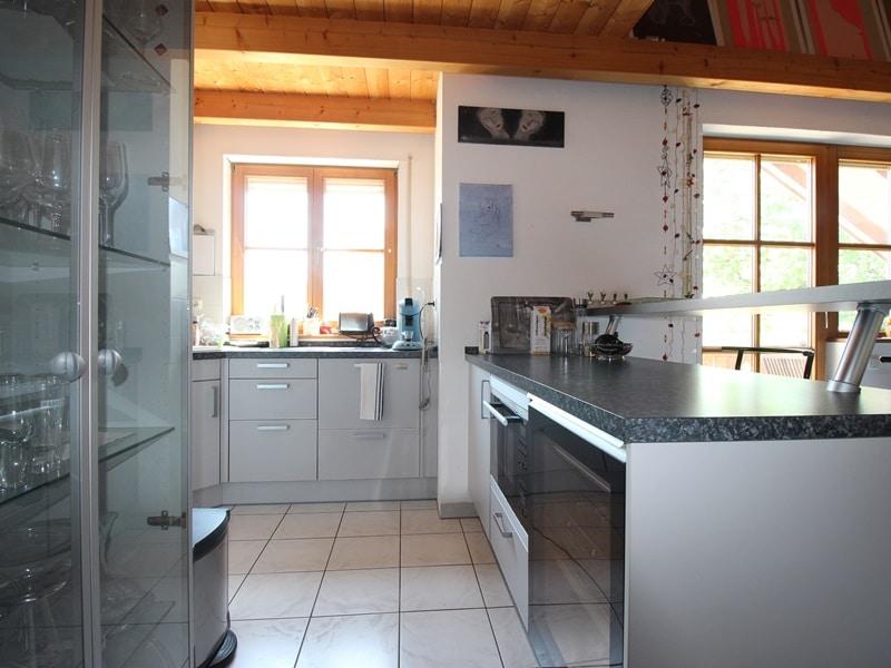 Großzügige 3 ZKB Galeriewohnung in ruhiger Ortsrandlage von Brunnthal / Hofolding - Einbauküche