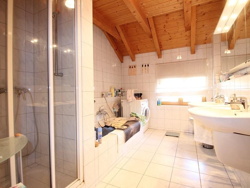Großzügige 3 ZKB Galeriewohnung in ruhiger Ortsrandlage von Brunnthal / Hofolding - Badezimmer