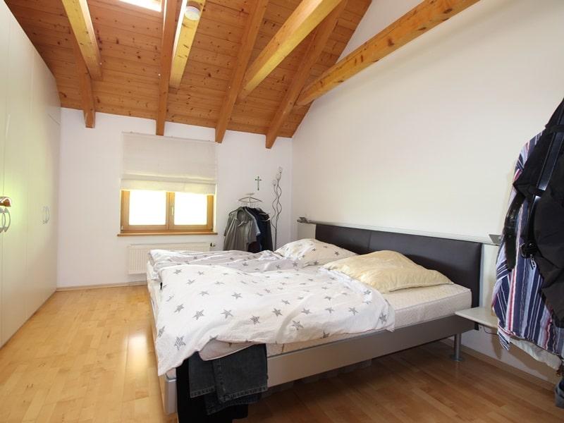 Großzügige 3 ZKB Galeriewohnung in ruhiger Ortsrandlage von Brunnthal / Hofolding - Schlafzimmer