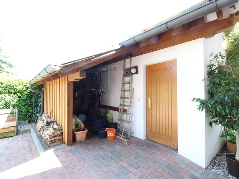 Großzügige 3 ZKB Galeriewohnung in ruhiger Ortsrandlage von Brunnthal / Hofolding - Zugang Doppelgarage