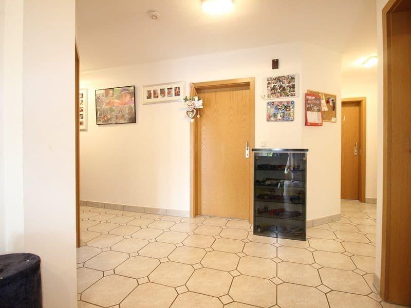 Attraktive große 3,5 ZKB Gartenwohnung plus Hobbyraum in Pliening / Gelting - Diele