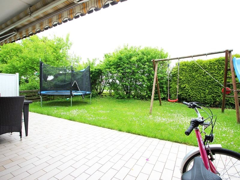 Attraktive große 3,5 ZKB Gartenwohnung plus Hobbyraum in Pliening / Gelting - Garten