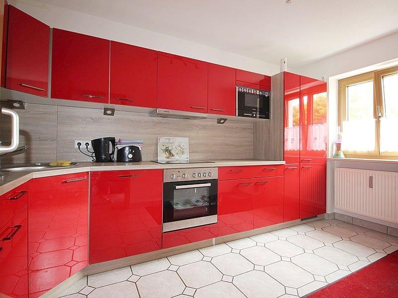 Attraktive große 3,5 ZKB Gartenwohnung plus Hobbyraum in Pliening / Gelting - Küche