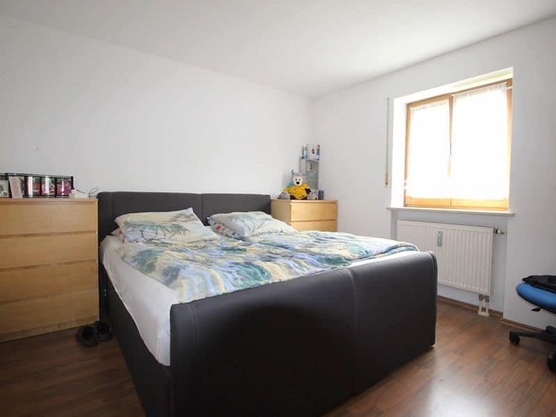 Attraktive große 3,5 ZKB Gartenwohnung plus Hobbyraum in Pliening / Gelting - Schlafzimmer