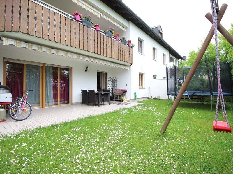 Attraktive große 3,5 ZKB Gartenwohnung plus Hobbyraum in Pliening / Gelting - Terrasse