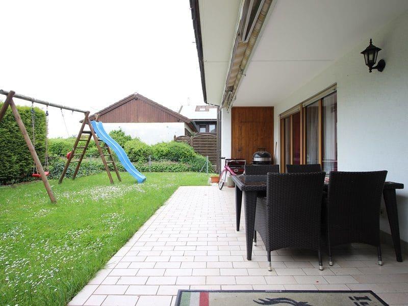 Attraktive große 3,5 ZKB Gartenwohnung plus Hobbyraum in Pliening / Gelting - Terrasse_Garten