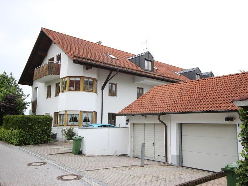 Attraktive große 3,5 ZKB Gartenwohnung plus Hobbyraum in Pliening / Gelting - Außenansicht