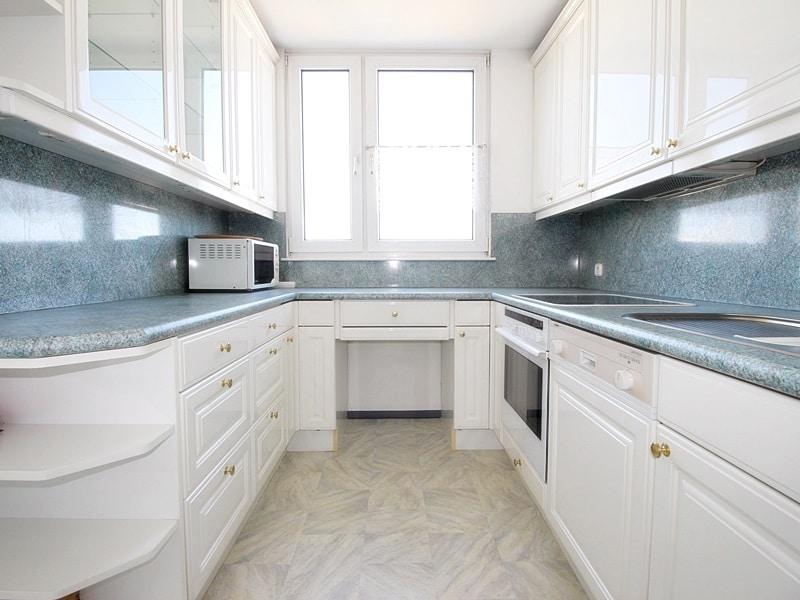 Traumhafter Panoramablick: XXL 2,5ZKB Dachterrassen Wohnung für Singles / Paare in ruhiger Lage von Ottobrunn - Küche