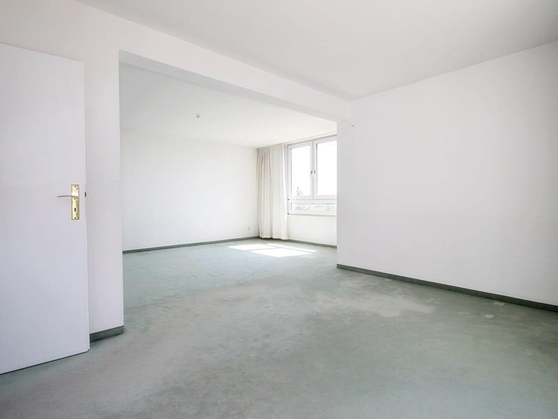 Traumhafter Panoramablick: XXL 2,5ZKB Dachterrassen Wohnung für Singles / Paare in ruhiger Lage von Ottobrunn - Wohnbereich