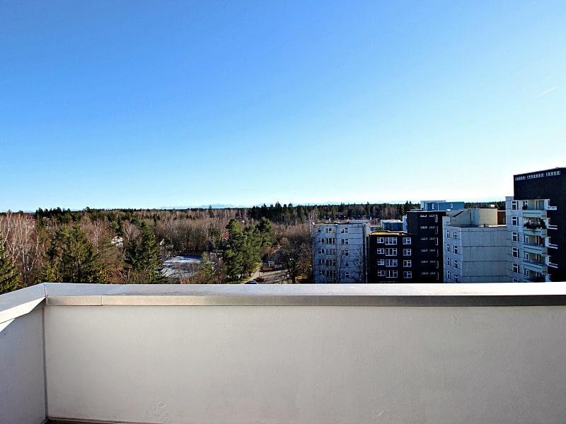 Traumhafter Panoramablick: XXL 2,5ZKB Dachterrassen Wohnung für Singles / Paare in ruhiger Lage von Ottobrunn - Ausblick