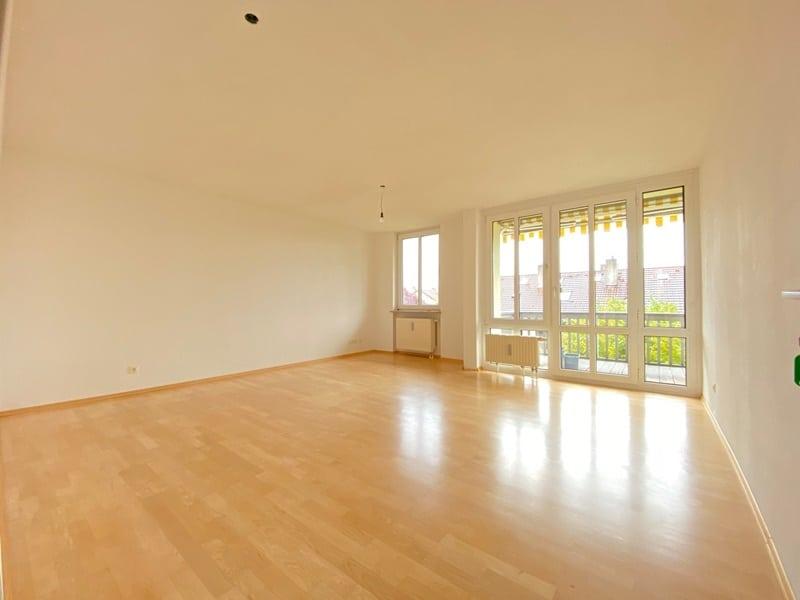 Attraktive, helle 3 Zimmerwohnung in ruhiger, zentraler Lage von Höhenkirchen - Wohnzimmer
