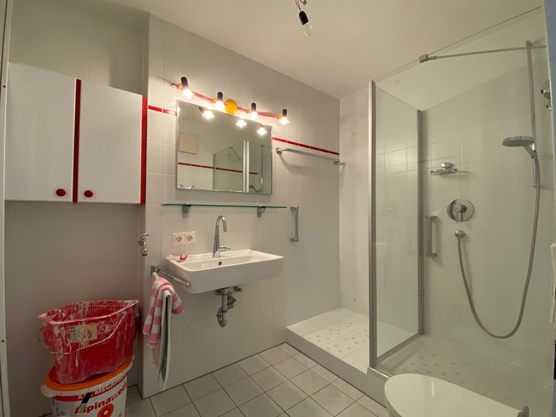 Attraktive, helle 3 Zimmerwohnung in ruhiger, zentraler Lage von Höhenkirchen - Badezimmer