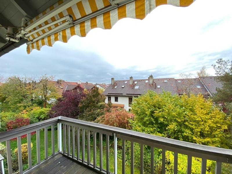 Attraktive, helle 3 Zimmerwohnung in ruhiger, zentraler Lage von Höhenkirchen - Ausblick Balkon