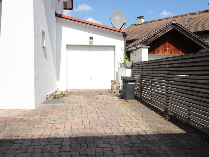 Freistehendes, lichtdurchflutetes EFH in Ortsrandlage von Höhenkirchen - Garage am Haus