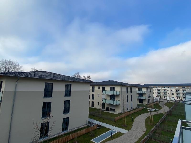 Erstbezug - Attraktive 2 Zimmerwohnung mit EBK und Westbalkon in Höhenkirchen - Aussicht_Balkon+