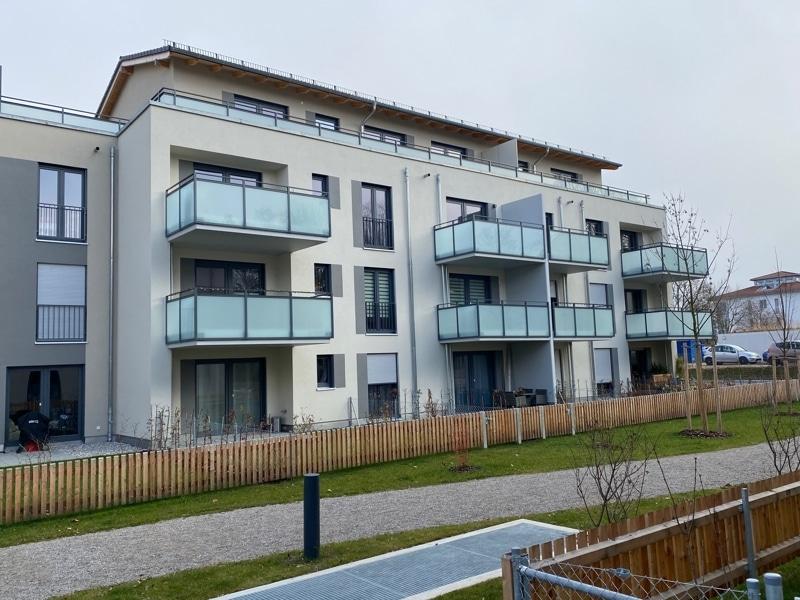 Erstbezug - Attraktive 2 Zimmerwohnung mit EBK und Westbalkon in Höhenkirchen - Außenbild