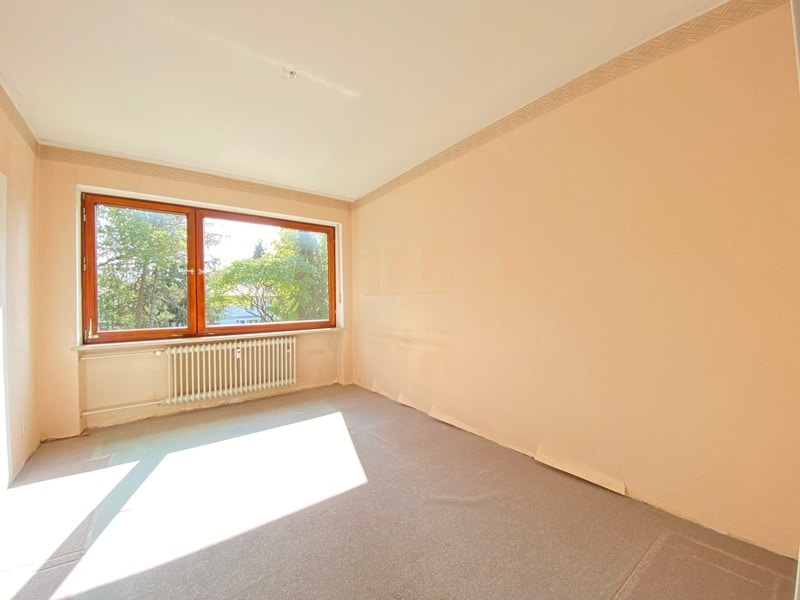 Renovierungsbedürftige 4 Zimmerwohnung mit viel Potential in attraktiver Lage von Ottobrunn - Kinderzimmer