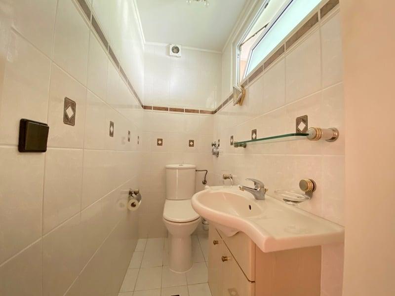 Renovierungsbedürftige 4 Zimmerwohnung mit viel Potential in attraktiver Lage von Ottobrunn - WC