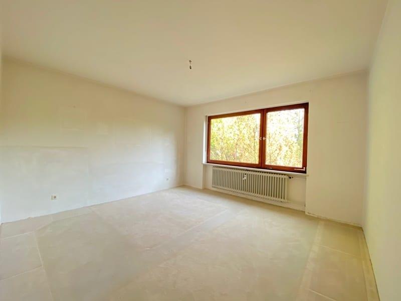 Renovierungsbedürftige 4 Zimmerwohnung mit viel Potential in attraktiver Lage von Ottobrunn - Schlafzimmer