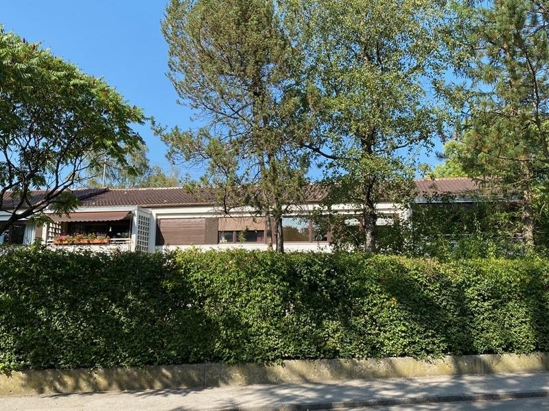 Renovierungsbedürftige 4 Zimmerwohnung mit viel Potential in attraktiver Lage von Ottobrunn - Außenansicht