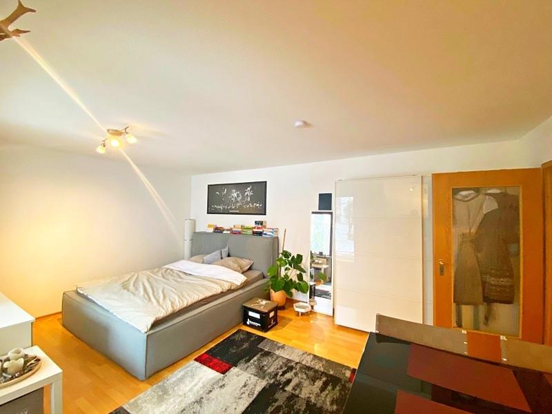 Gemütliches 1 ZKB Apartment mit kleinem Garten in zentraler Lage von Unterhaching - Schlafbereich