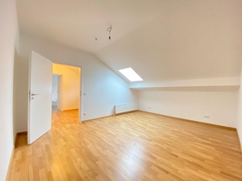 Neu sanierte 3 Zimmer Dachgeschosswohnung in zentraler Lage von Höhenkirchen - Schlafzimmer