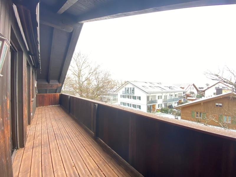 Neu sanierte 3 Zimmer Dachgeschosswohnung in zentraler Lage von Höhenkirchen - Balkon