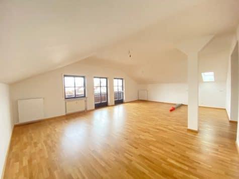 Neu sanierte 3 Zimmer Dachgeschosswohnung in zentraler Lage von Höhenkirchen, 85635 Höhenkirchen, Dachgeschosswohnung