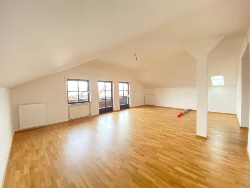 Neu sanierte 3 Zimmer Dachgeschosswohnung in zentraler Lage von Höhenkirchen - Ess & Wohnraum