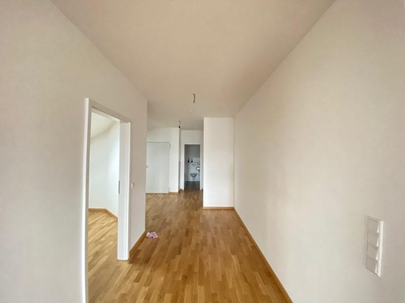 Neu sanierte 3 Zimmer Dachgeschosswohnung in zentraler Lage von Höhenkirchen - Flurbereich