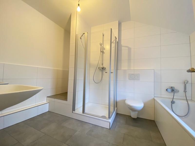Neu sanierte 3 Zimmer Dachgeschosswohnung in zentraler Lage von Höhenkirchen - Badezimmer