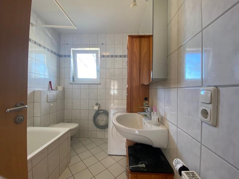 Großzügige, lichtdurchflutete 2 ZKB Wohnung mit Südbalkon in Siegertsbrunn - Badezimmer