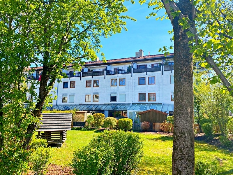 """Attraktive 3 ZKB Maisonettewohnung """"Haus in Haus"""" mit Westterrasse in zentraler Lage von Höhenkirchen - Ansicht Westen"""