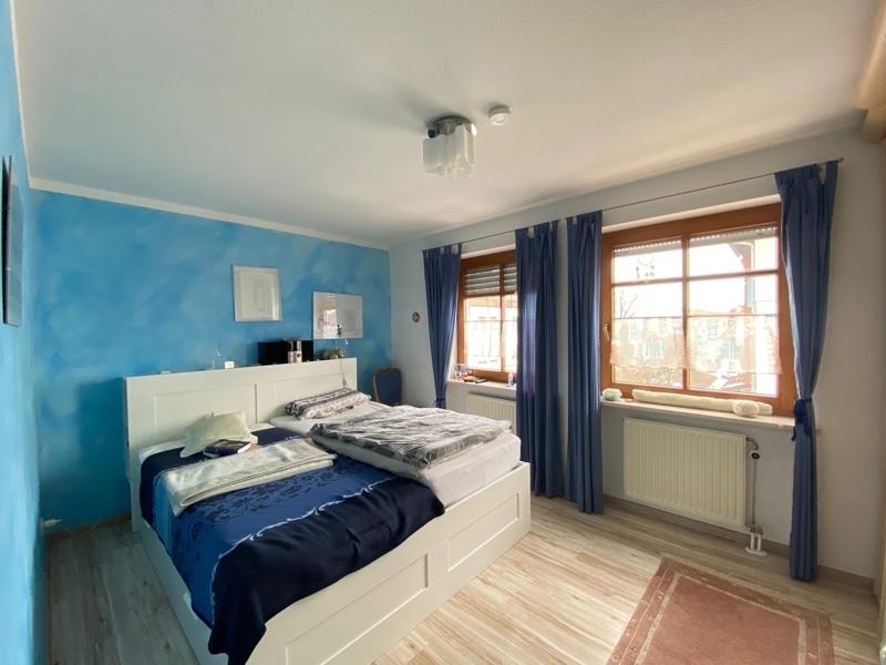"""Attraktive 3 ZKB Maisonettewohnung """"Haus in Haus"""" mit Westterrasse in zentraler Lage von Höhenkirchen - Schlafzimmer"""