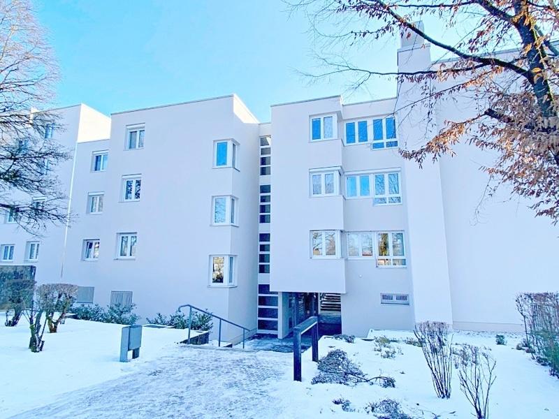 Lichtdurchflutete 2 Zimmerwohnung mit Südbalkon & attraktivem Grundriss in ruhiger Lage von Ottobrunn - Rückansicht
