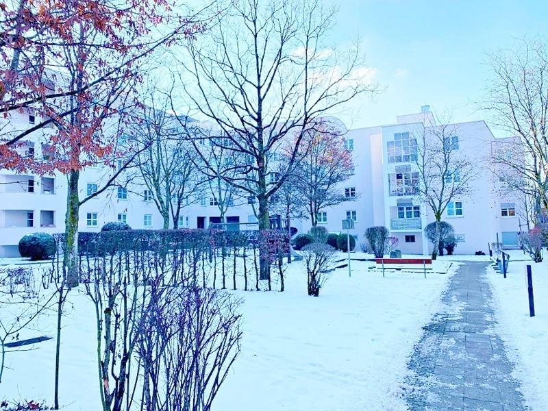 Lichtdurchflutete 2 Zimmerwohnung mit Südbalkon & attraktivem Grundriss in ruhiger Lage von Ottobrunn - Garten Spielplatz