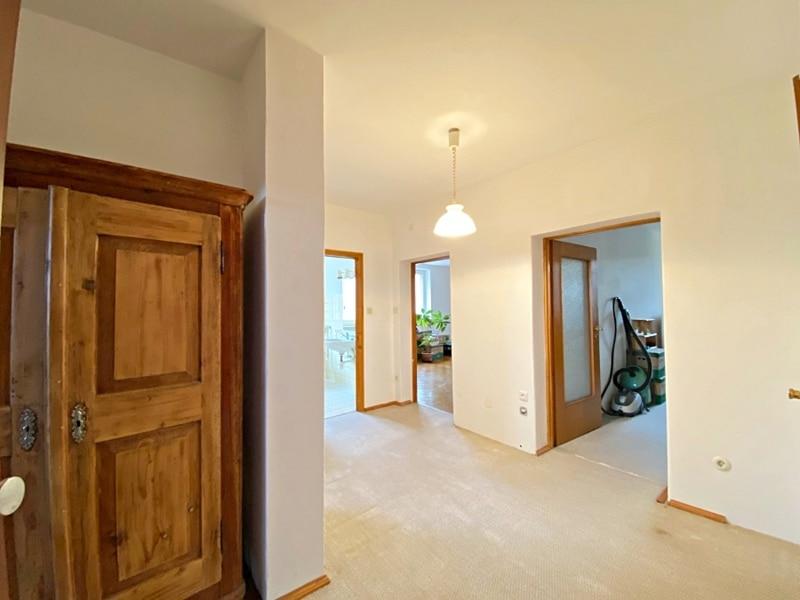 Renovierungsbedürftige 3 ZKB Wohnung mit Südbalkon in ruhiger Lage von Milbertshofen - Diele