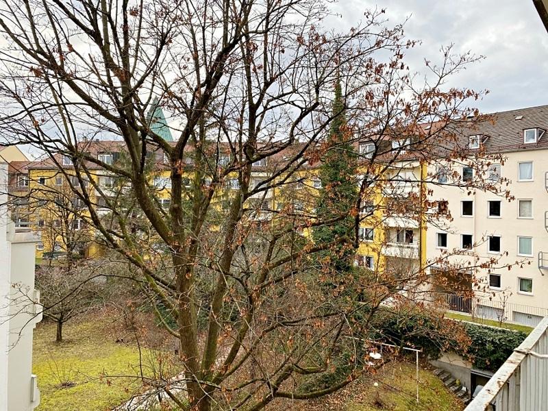 Renovierungsbedürftige 3 ZKB Wohnung mit Südbalkon in ruhiger Lage von Milbertshofen - Ausblick Balkon