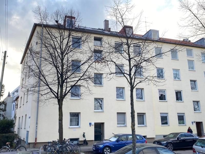 Renovierungsbedürftige 3 ZKB Wohnung mit Südbalkon in ruhiger Lage von Milbertshofen - Nordansicht