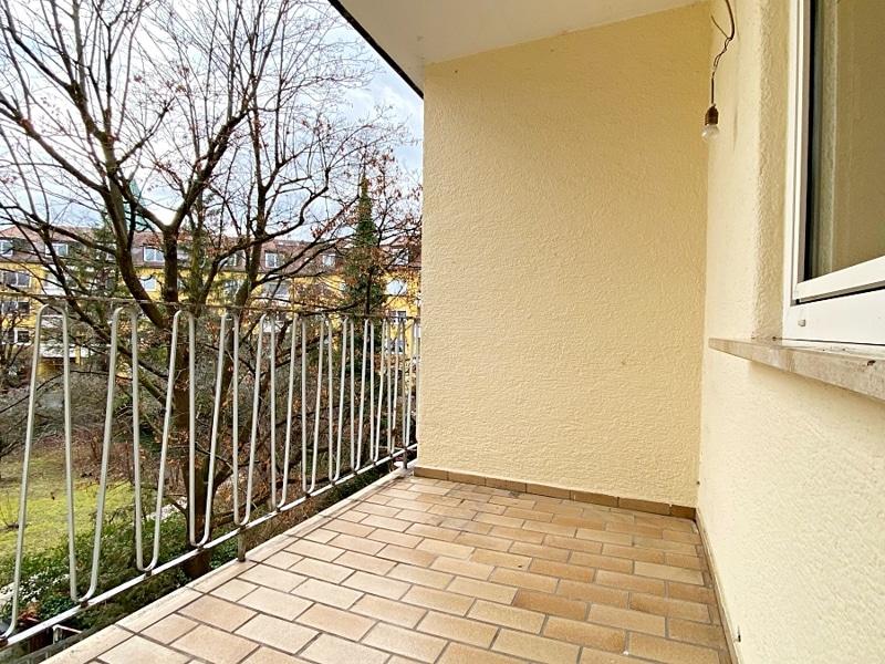 Renovierungsbedürftige 3 ZKB Wohnung mit Südbalkon in ruhiger Lage von Milbertshofen - Südbalkon