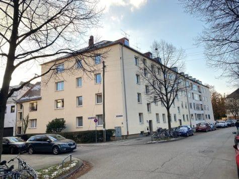 Renovierungsbedürftige 3 ZKB Wohnung mit Südbalkon in ruhiger Lage von Milbertshofen, 80807 München / Milbertshofen, Etagenwohnung