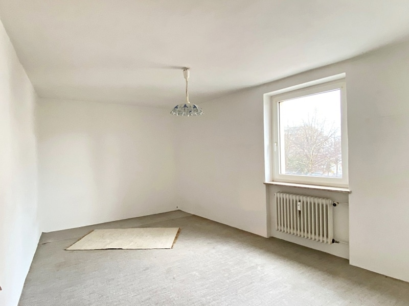 Renovierungsbedürftige 3 ZKB Wohnung mit Südbalkon in ruhiger Lage von Milbertshofen - Schlafzimmer