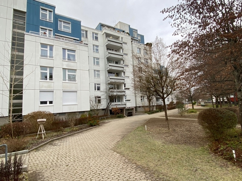 Attraktive, gepflegte 1 Zimmerwohnung mit Balkon in ruhiger Waldrandlage von Ottobrunn - Außenansicht