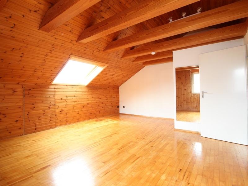 Gepflegtes, renovierungsbedürftiges Reiheneckhaus in ruhiger, familienfreundlicher Lage von Siegertsbrunn - Dachstudio