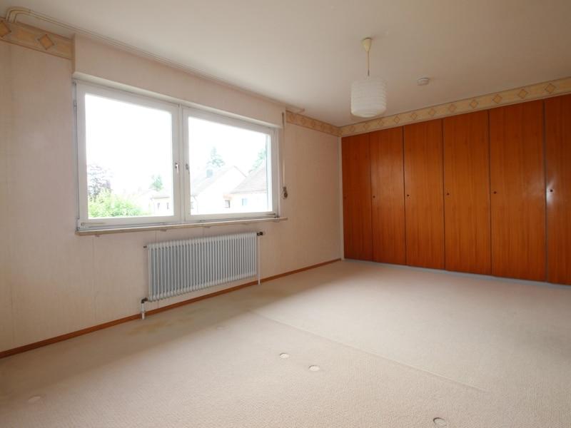 Gepflegtes, renovierungsbedürftiges Reiheneckhaus in ruhiger, familienfreundlicher Lage von Siegertsbrunn - Schlafzimmer