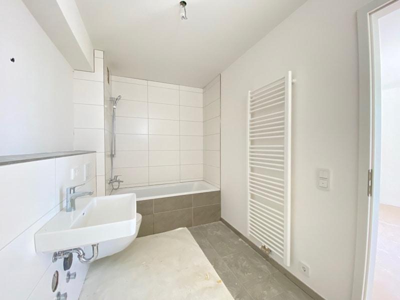 Erstbezug: Rückwärtig, lichtdurchflutete 3 Zimmerwohnung mit Südbalkon in der Ortsmitte von Höhenkirchen - Badezimmer