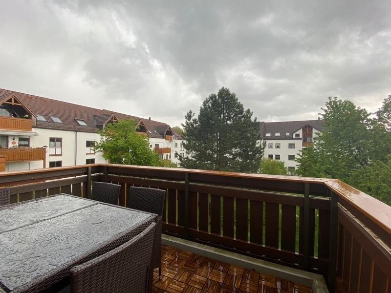 Helle 2 Zimmerwohnung mit großem Südbalkon in ruhiger Lage von Höhenkirchen - Balkon