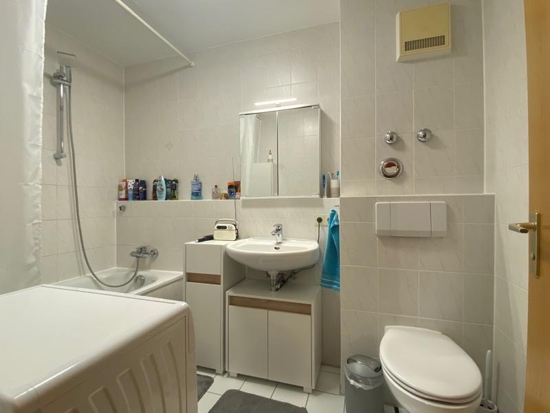 Helle 2 Zimmerwohnung mit großem Südbalkon in ruhiger Lage von Höhenkirchen - Badezimmer
