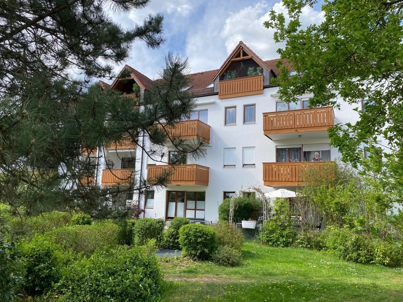 Helle 2 Zimmerwohnung mit großem Südbalkon in ruhiger Lage von Höhenkirchen - Aussenansicht